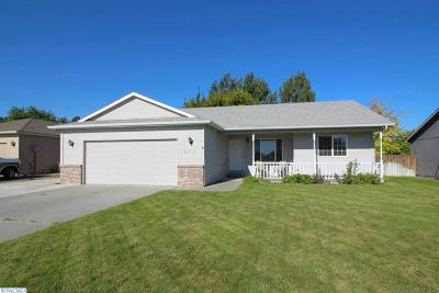 Kennewick Single Family Home For Sale: 216 S Young Place