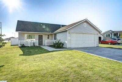 Pasco Single Family Home For Sale: 5812 Saddle Creek Ln.