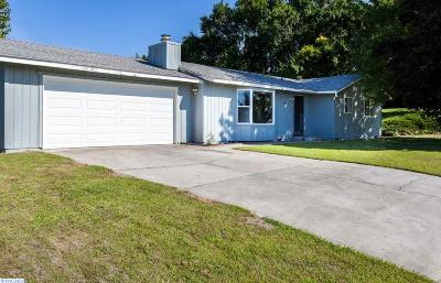 Pasco Single Family Home For Sale: 4019 Meadow Beauty Dr.