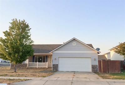 Pasco Single Family Home For Sale: 8511 Lancaster Dr