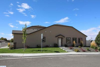 Kennewick Condo/Townhouse For Sale: 2720 S Dennis