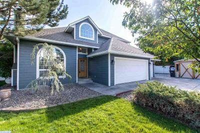West Richland Single Family Home For Sale: 43501 E Baker Drive