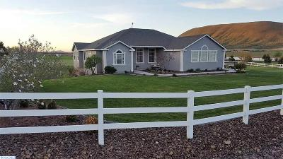 Kennewick Single Family Home For Sale: 24603 S Sunset Meadows Loop