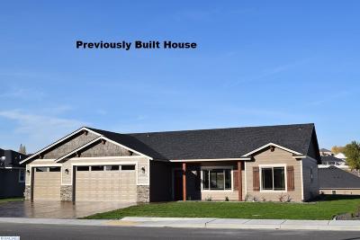 Pasco Single Family Home For Sale: 4721 Pinehurst Dr