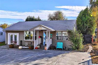 Kennewick Single Family Home For Sale: 2025 W 3rd Ave