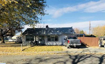 Kennewick Single Family Home For Sale: 220 S Waverly St.