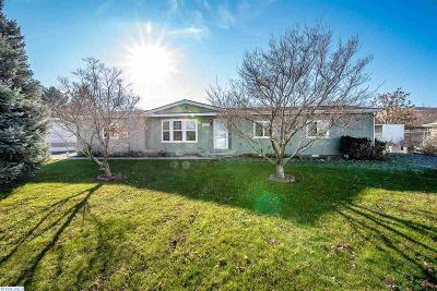 West Richland Single Family Home For Sale: 4413 Chelan Dr.
