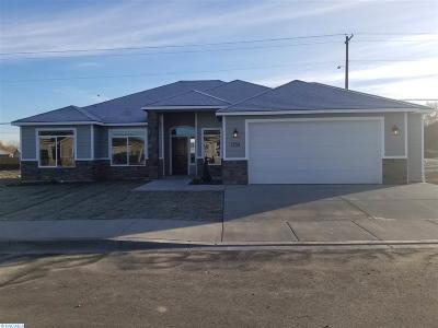 Kennewick Single Family Home For Sale: 3259 S Palouse St.