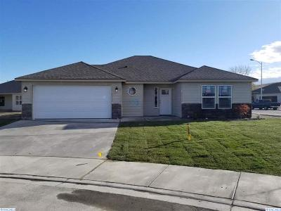 Kennewick Single Family Home For Sale: 1553 W 33rd Court