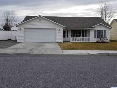 Pasco Single Family Home For Sale: 8302 Wenatchee Ct