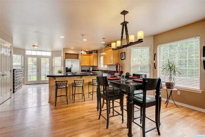 Prosser Single Family Home For Sale: 1300 Quarterhorse Dr