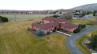 West Richland Single Family Home For Sale: 3700 Eastlake Drive