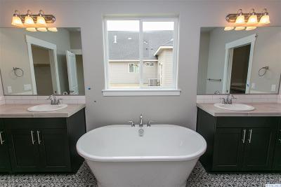 Pasco Single Family Home For Sale: 9617 Kokanee Drive