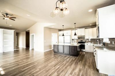 West Richland Single Family Home For Sale: 4224 Maple Ln