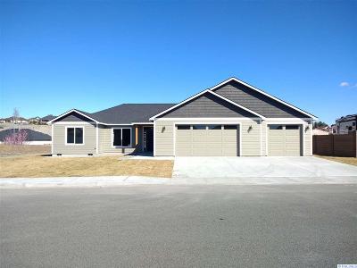Pasco Single Family Home For Sale: 4905 Pinehurst