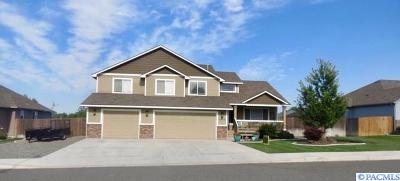 West Richland Single Family Home For Sale: 3900 Hazelwood Dr