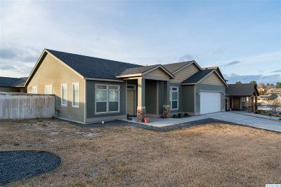 Pasco Single Family Home For Sale: 3706 El Paso Drive