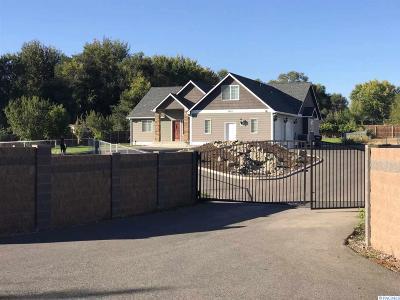 Pasco Single Family Home For Sale: 5421 W Leola