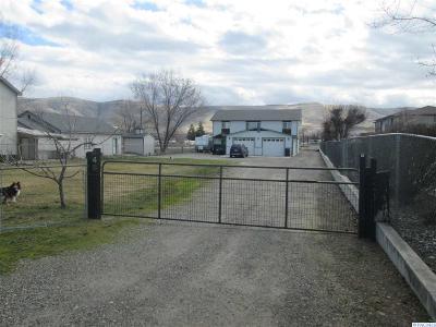Prosser Single Family Home For Sale: 348 Nunn Rd