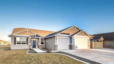 Pasco Single Family Home For Sale: 5509 Fayette Lane
