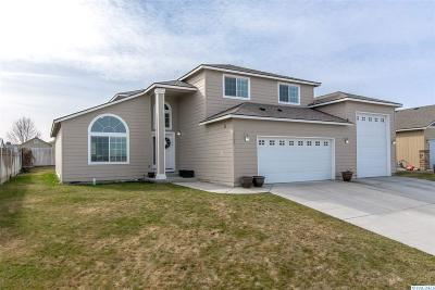 Pasco Single Family Home For Sale: 5702 Wrigley Dr.