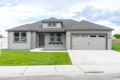 Pasco Single Family Home For Sale: 4116 Nitinat Ln