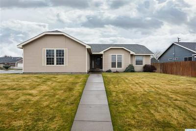 Kennewick Single Family Home For Sale: 8621 W Canyon Ave
