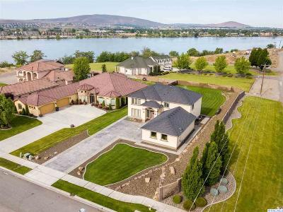 Pasco Single Family Home For Sale: 4712 Shoreline Ct