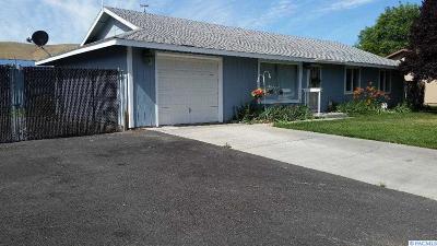 Benton City Single Family Home For Sale: 1403 Della Ave.