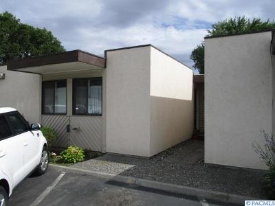 Kennewick Condo/Townhouse For Sale: 420 S Quincy Unit M #M