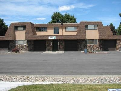Kennewick Condo/Townhouse For Sale: 2912 W Hood Ave #B203