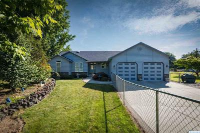 West Richland Single Family Home For Sale: 108 Austin Dr