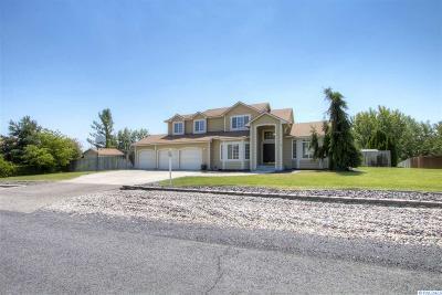 Kennewick Single Family Home Active U/C W/ Bump: 137 Canterbury Rd