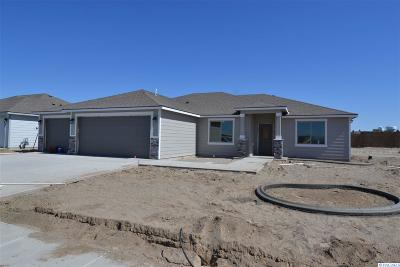 Pasco Single Family Home For Sale: 8209 Coldwater Dr