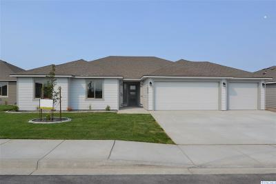 Pasco Single Family Home For Sale: 8213 Coldwater Dr
