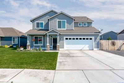 West Richland Single Family Home For Sale: 886 Pikes Peak Drive