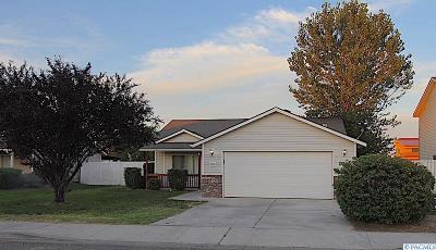 Pasco Single Family Home For Sale: 1203 N Beech