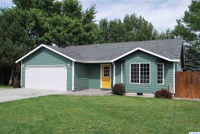 Kennewick Single Family Home For Sale: 4909 S Benton Place