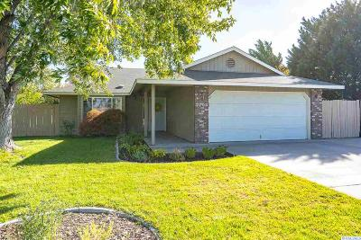 West Richland Single Family Home For Sale: 2704 S Highlands Blvd
