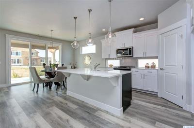 Pasco Single Family Home For Sale: 9806 Kokanee Drive