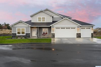 West Richland Single Family Home For Sale: 4798 Laurel Dr