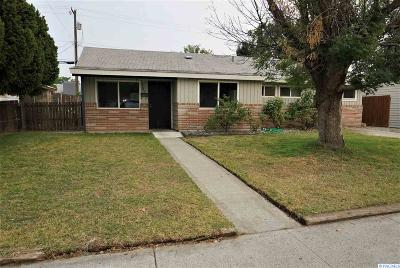 Richland WA Single Family Home For Sale: $125,000