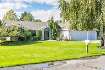 West Richland Single Family Home Active U/C W/ Bump: 4211 Equestrian Drive