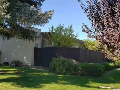 Kennewick Condo/Townhouse For Sale: 420 S Quincy #I