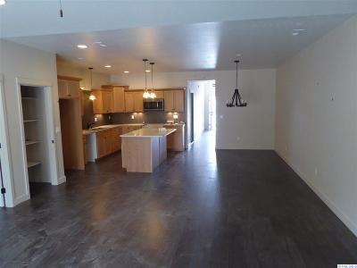 Kennewick Condo/Townhouse For Sale: 1025 S Delaware St