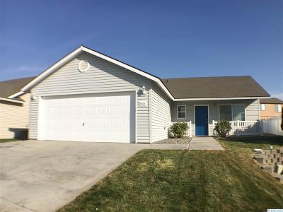 Pasco Single Family Home For Sale: 5611 Saddle Creek Lane