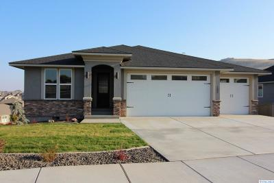 Richland Single Family Home For Sale: 1002 Cayuse Dr.