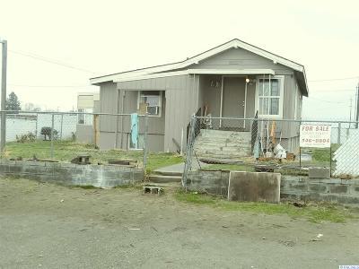Pasco Single Family Home For Sale: 903 S Lindsay