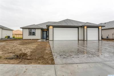 Pasco Single Family Home For Sale: 8306 Babine Dr