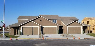 Kennewick Condo/Townhouse For Sale: 345 E 10th Place